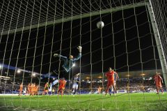 David-Forde-of-Millwall-fails-to-save-the-goal-of-David-Murphy-6123013