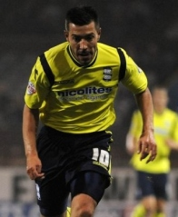 Birminghams-Darren-Ambrose-looks-to-win-the-ball-from-Kieran-Trippier-6055775