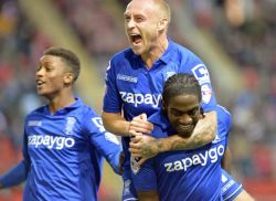 Clayton-Donaldson-celebrates-his-goal-with-David-Cotterill
