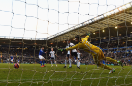 Boaz-Myhill-of-West-Brom-fails-to-stop-the-the-shot-by-Jonathan-Grounds-of-Birmingham-City